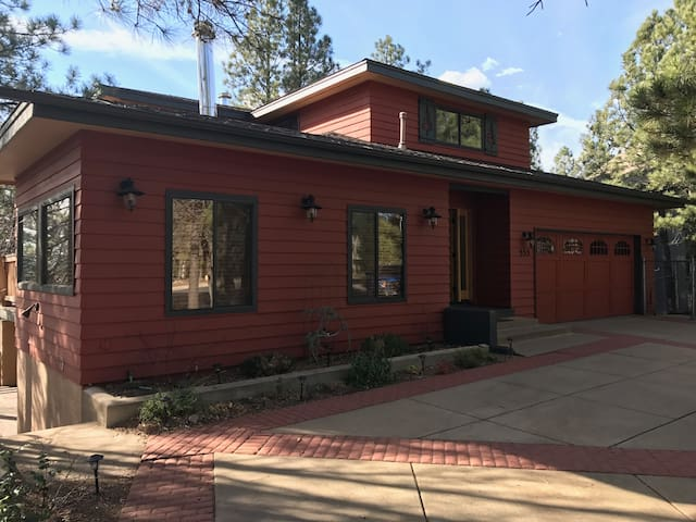 The Downtown Ponderosa Lodge - Flagstaff