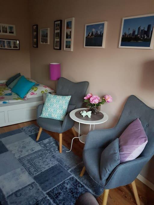 sch nes ruhiges zimmer in hamburg bed breakfasts zur. Black Bedroom Furniture Sets. Home Design Ideas