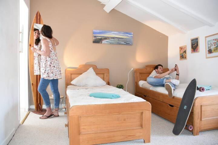 Chambre twin privée à Surf Hostel Biarritz