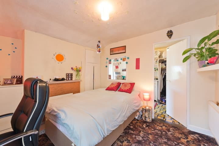 Nice and cosy bedroom in friendly house! - Drumcondra - Dům