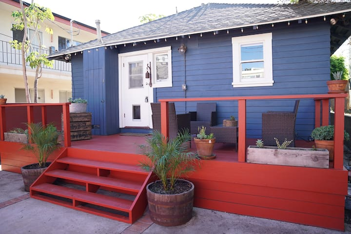 Venice Beach Cottage - steps from the sand!