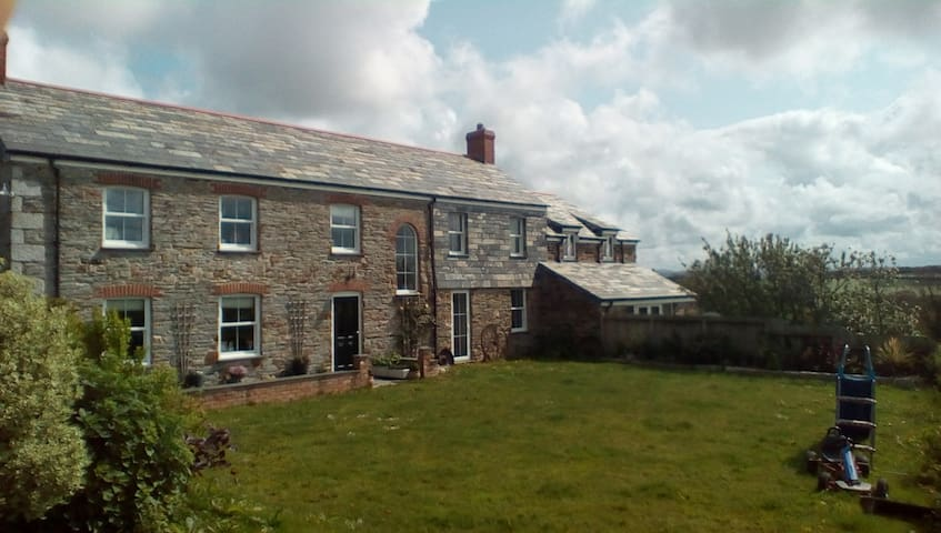 Tredower Farmhouse Bed and Breakfast - Wadebridge - Bed & Breakfast