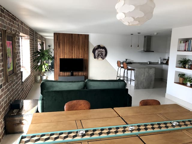 ★ Unique Modern Penthouse Prime Riverside Location