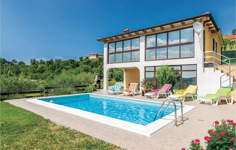 Holiday cottage with 4 bedrooms on 150 m² in Meloni