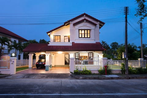COMFORTABLE HOUSE with 4 Bedrooms and 3 Bathrooms