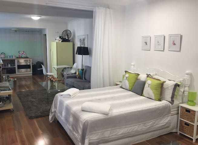 Funky Studio, 3 mins from the beach - Fremantle - Appartement