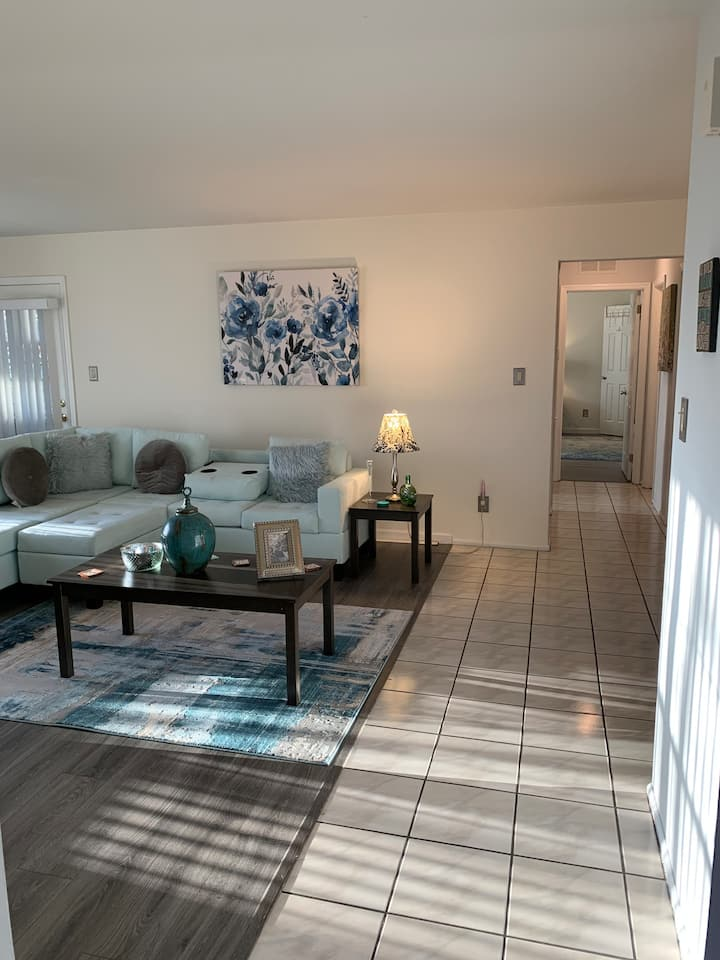 Welcome HOME - Light & Airy Happy PLACE 2/2 BATH