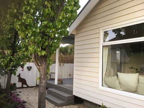 Wombat Snug: Tiny House with a Big Soul