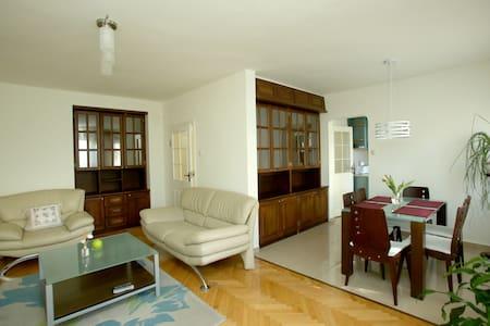 Bright & Spacious City Centre Apartment