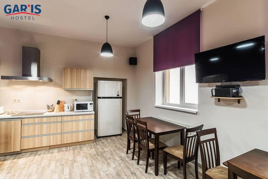 Світла та чиста кухня
