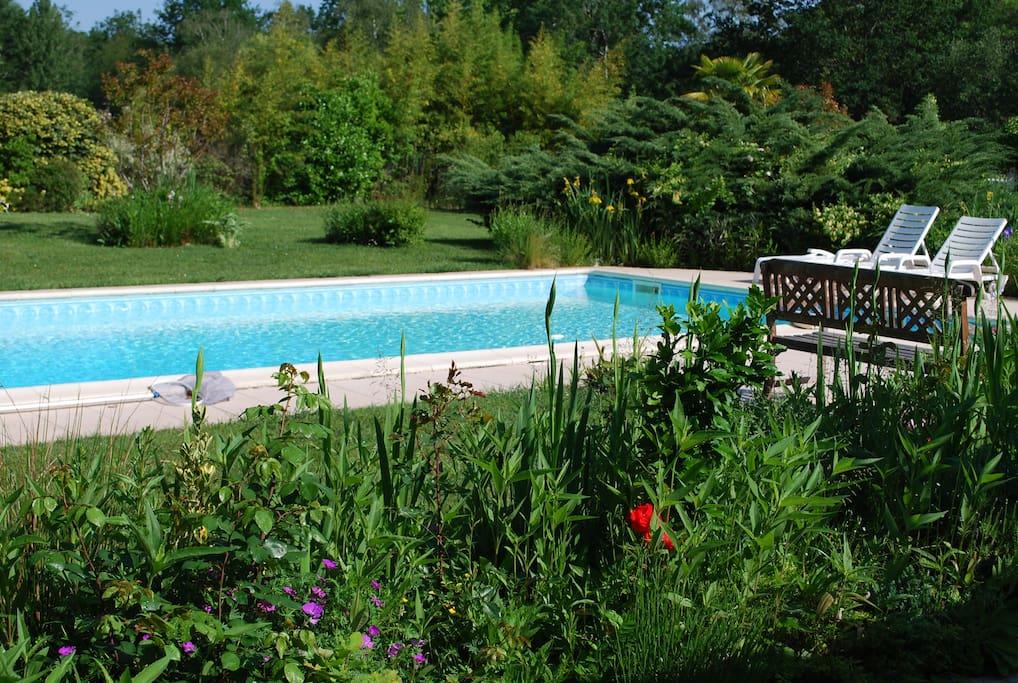 Piscine privée et jardin arboré sur le golf