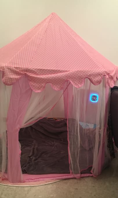 With prior notice of kiddies' arrival (esp little girls), we can set up the play tent for the children to play or nap in
