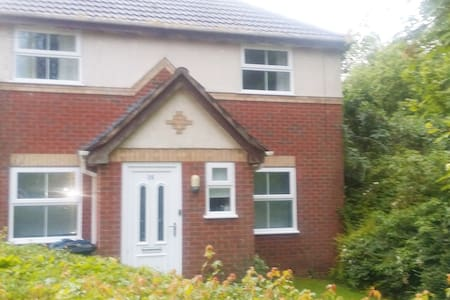 3 Bedroom Home - Birmingham, Solihull & NEC / BHX