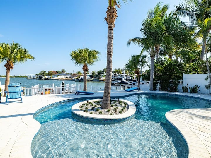 Island Paradise 3 Bed Waterfront/Heated Pool