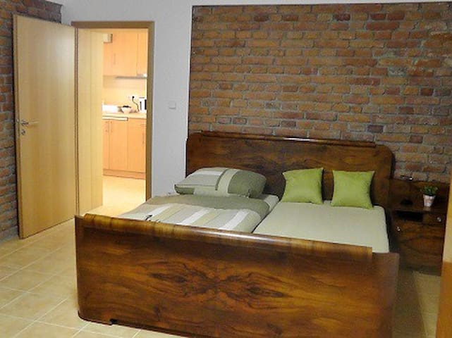 Freshly refurbished guest apartment in quiet area - Prag - Gästesuite