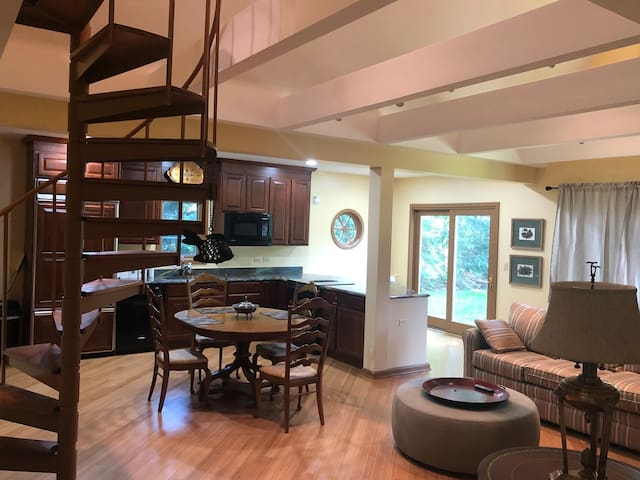 Private Lake cottage home sleeps 2 to 4 guests