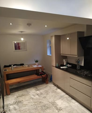 Good sized bedroom easy access to city centre