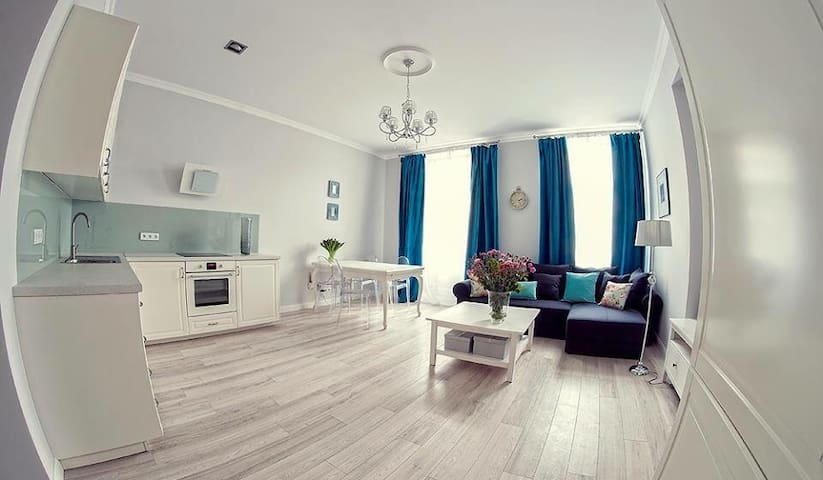 Living room with kitchen and dining corner.