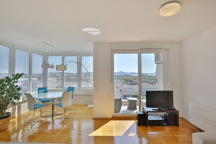 Sunny Apartment with Amazing View