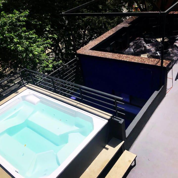 Private Room - Shared Bath / NODO HOSTEL. Elefante