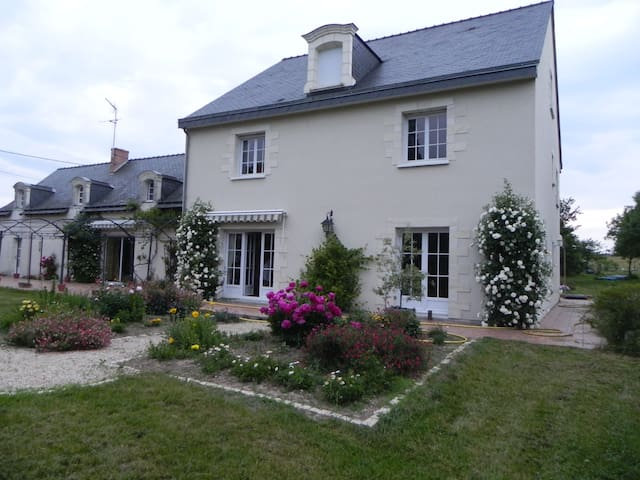 Charming spacious country home, le Clos Joseph - Saint-Augustin-des-Bois - Huis