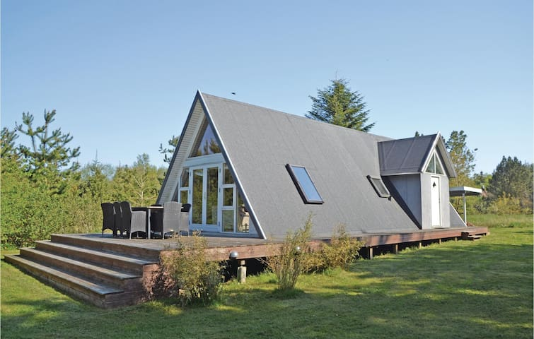 Holiday cottage with 2 bedrooms on 73m² in Løgstør