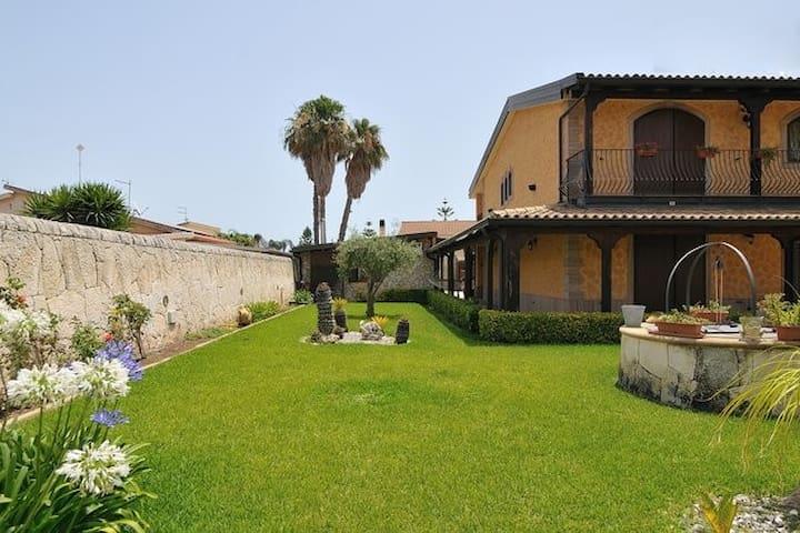 depandance in villa - Siracusa - Casa