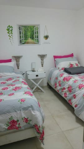 Cozy,Clean & Modern 2bedroom suite - Bet Shemesh - Apartamento