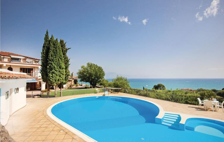 Holiday cottage with 6 bedrooms on 310 m² in Santa Marina SA
