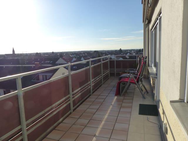 Sonnige, große Wohnung (Aussicht bis zum Horizont) - Oftersheim - Apartamento