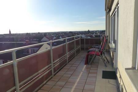 Sonnige, große Wohnung (Aussicht bis zum Horizont) - Oftersheim - Apartament