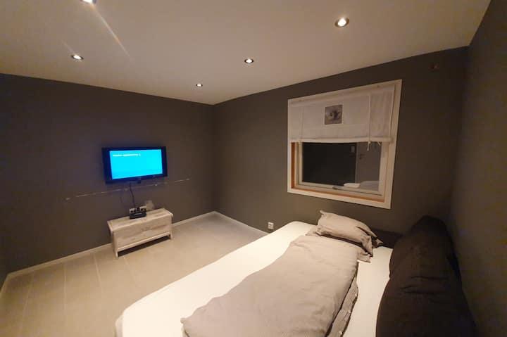 Nytt soverom med varmekabler, tv, wifi, sovesofa.