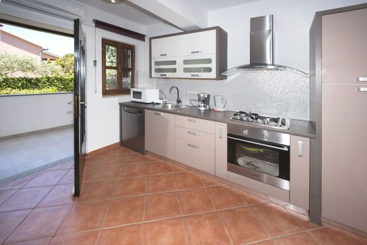 Apt for 2 persons with WLAN in Poreč R11433