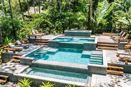 Drake Bay, Costa Rica, Beachfront Villa, Pool!