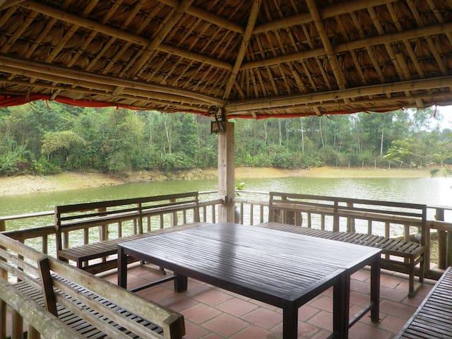 Lakeside House 1 in Hanoi Countryside - Thành phố Hòa Bình - Hus