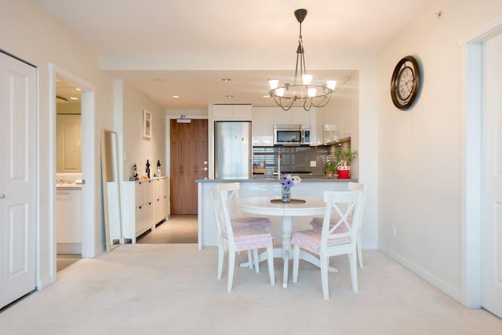 高档公寓一室一卫Modern one-bed room Apt with great view - Burnaby - Leilighet