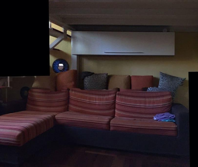 Sala con divano letto matrimoniale