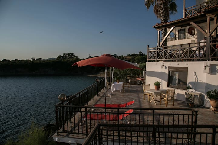 Beachfront 2 Bedroom Apartment - Villa Chara