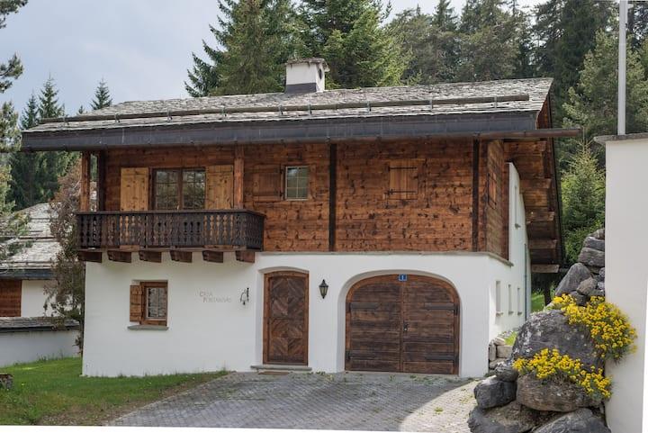 Graubünden farmhouse in the middle of the ski region (Casa Fontanivas)