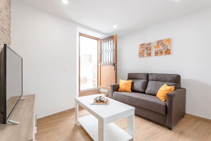 Modern Apartment Casa Daire near Central Square; Pets Allowed