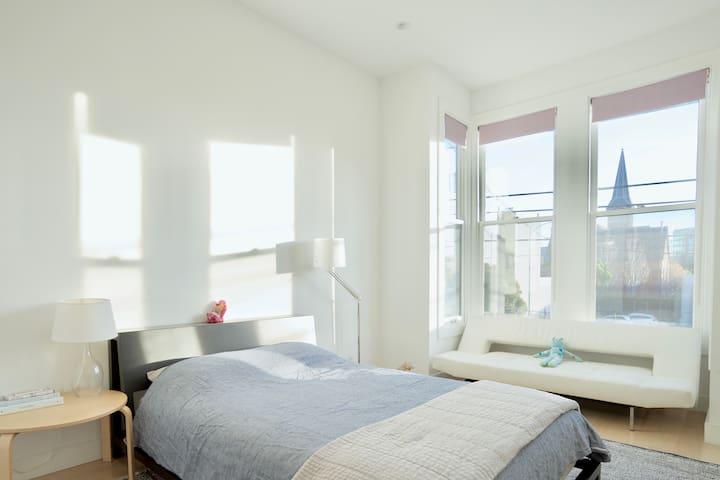Sunny Victorian - Bay Window Room