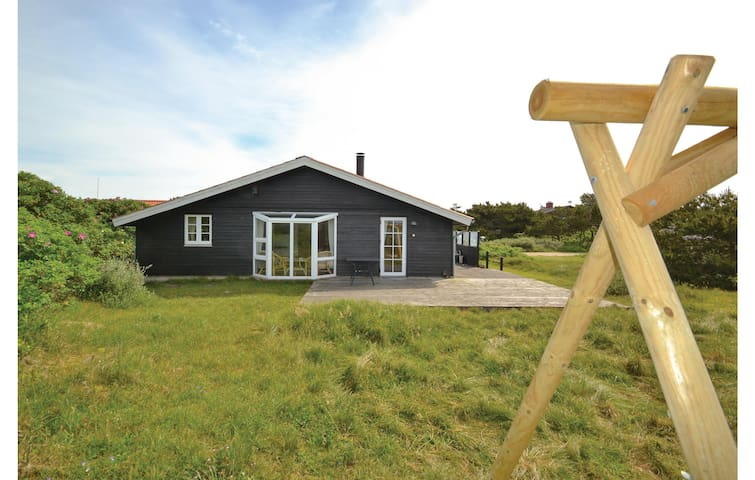 Holiday cottage with 3 bedrooms on 75m² in Fanø