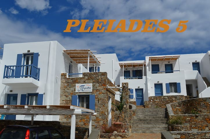 Serifos, Pleiades 5 Traditional stylish Studio