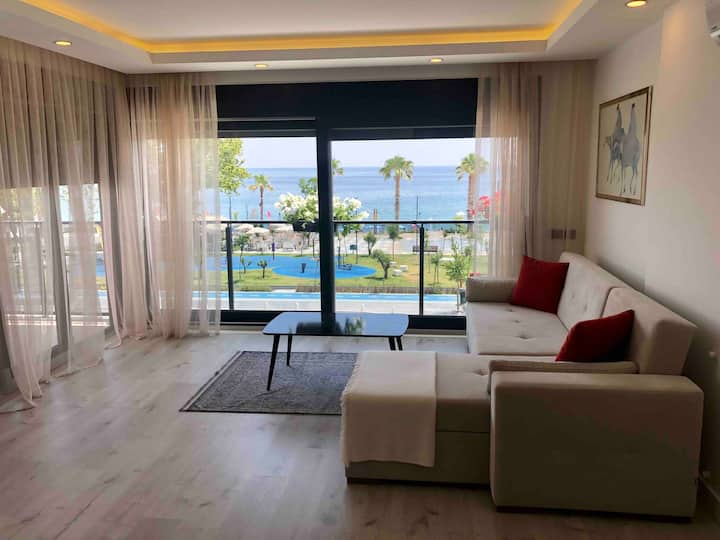 Sea view apartment in Antalya! Best location!