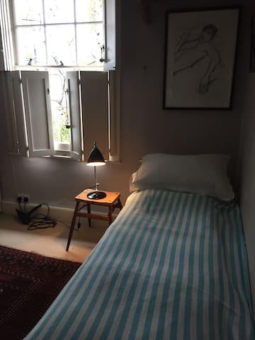 Single Room in a Georgian House. - London - Hus