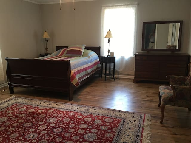 Spacious Comfortable private suite - Alpharetta