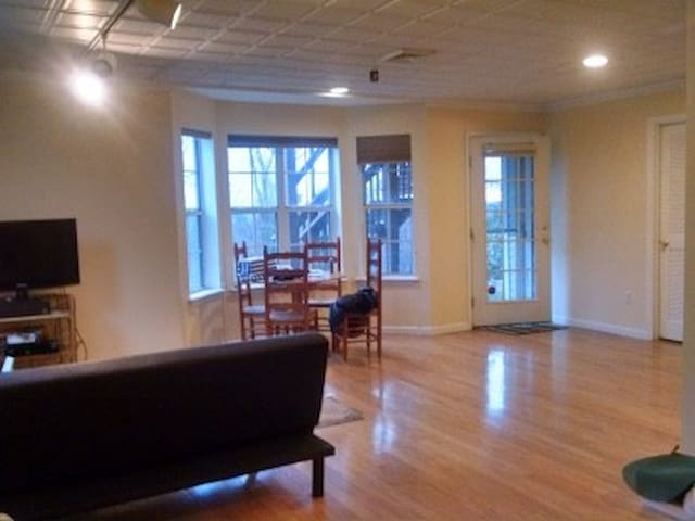 Gorgeous apartment facing forest, Private Entrance - Bedminster Township