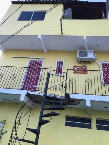 Escada de acesso à casa.