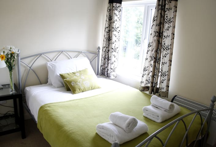 Walkers Court Cirencester  - 3 Bedrooms Sleeps 6