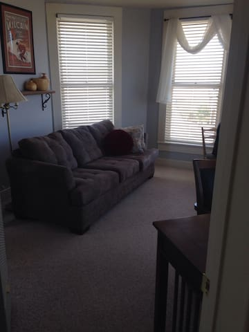 Second Floor 1 Bedroom Unit/50% Off Monthly Rent